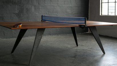 Lobby hotel con mesa de ping pong